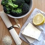 Soba pirított brokkolival, tofuval és szezámmaggal