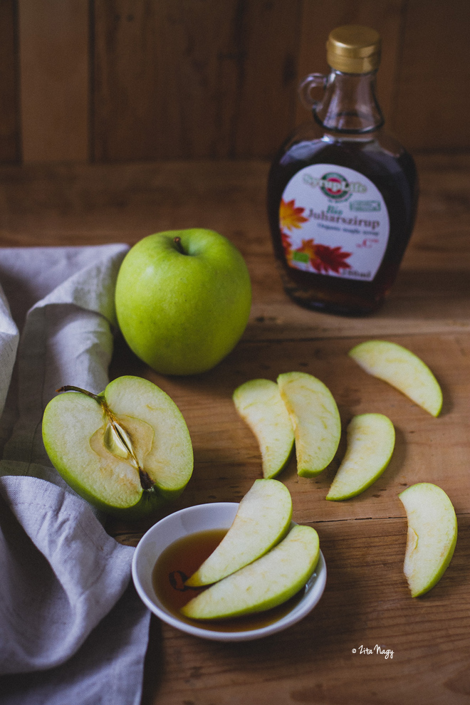 Vegán almás fahéjas palacsinta juharsziruppal