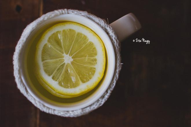 Indítsuk a napot meleg citromos vízzel!