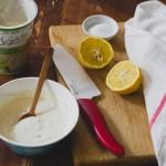 Vegán tavaszi zöldséges quinoa tál citromos joghurt szósszal