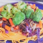 Ázsiai tészta sült zöldségekkel (vegán) – Vendég bejegyzés Nóri mindenmentes konyhájától