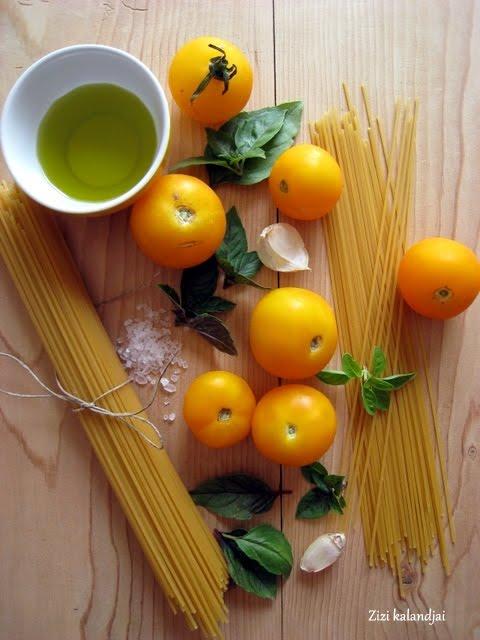 Spagetti mézes sült sárga paradicsommal