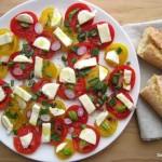 Paradicsomos mozzarella saláta