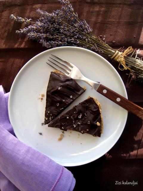 Levendula-méz-kardamom-citrom-csokoládé tart