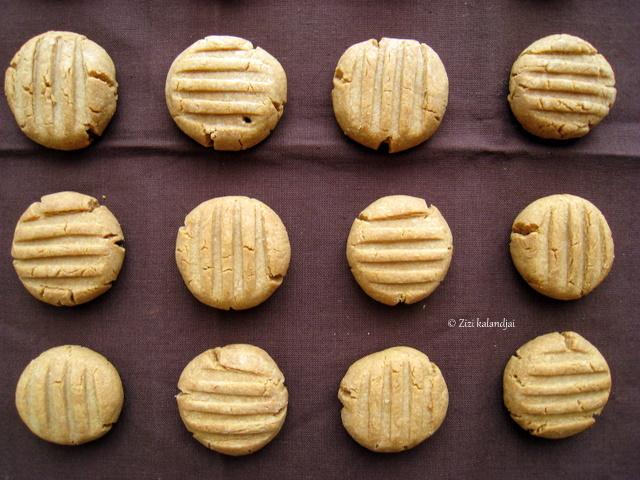 Karácsonyra hangolódás 3: Földimogyoróvajas keksz (laktózmentes, vegán)