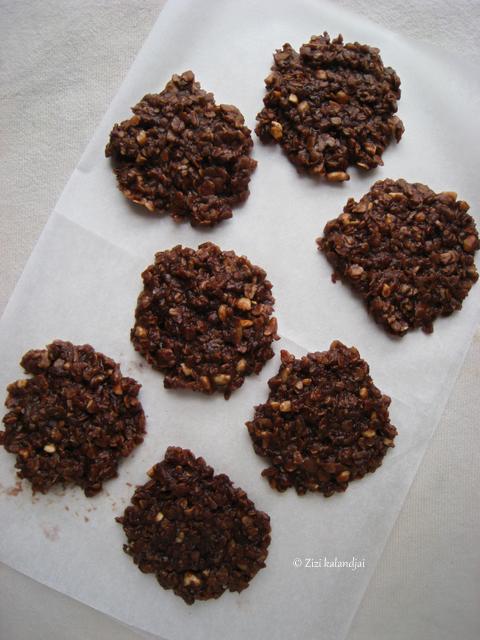 Földimogyoróvajas-csokoládés zabkeksz (laktózmentes, vegán)