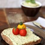 Bazsalikomos humusz (laktózmentes, gluténmentes, vegán)