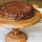 Nyers földimogyorós-karamelles-csokoládés torta (laktózmentes, gluténmentes, vegán)
