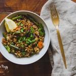 Pirított rizs spárgával és répával (vegán)