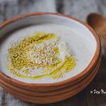 Pirított szezámmagos joghurt szósz (laktózmentes, gluténmentes, vegán)