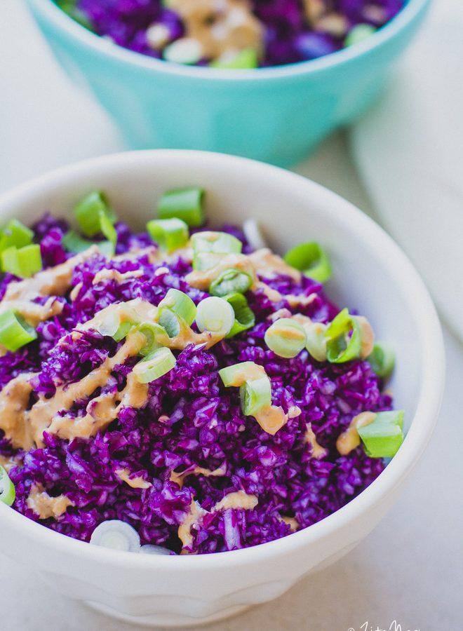 Lilakáposzta saláta miso-tahini öntettel (laktózmentes, gluténmentes, vegán)