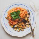 Paradicsomos quinoa pirított padlizsánnal és füstölt tofuval (laktózmentes, gluténmentes, vegán)