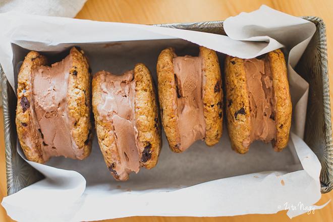 Mogyorós-csokoládés fagylalt keksz szendvics (laktózmentes, vegán)